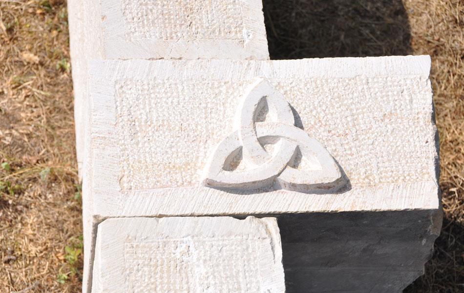 Détails sculpture sur pilier de portail - Bourgogne sculpture