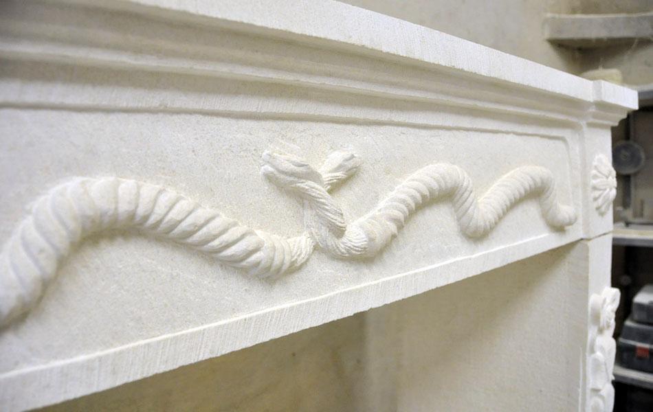 Cheminée en pierre de Lens- Bourgogne sculpture