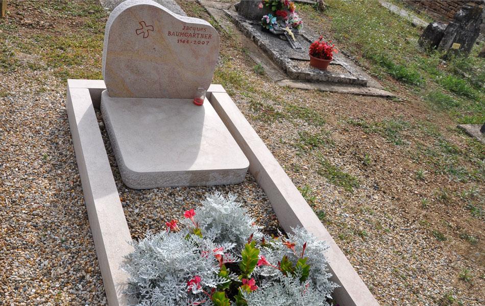 Pierre tombale en pierre de Comblanchien - Bourgogne sculpture