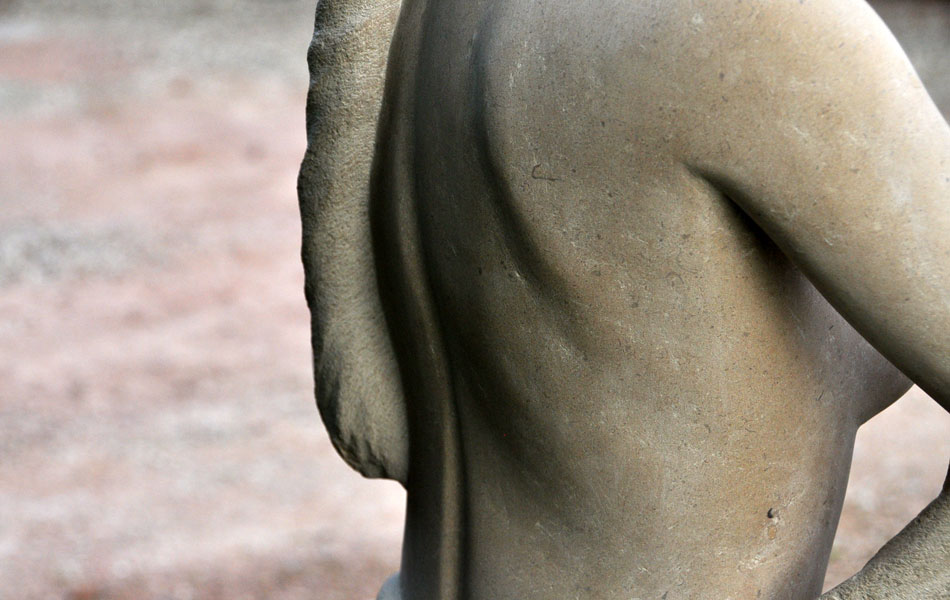Diane chasseresse en pierre de Massangis - Bourgogne sculpture