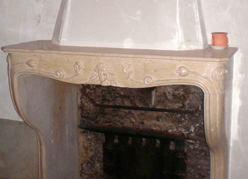 Cheminée art nouveau en pierre marbrière de Chassagne - Bourgogne sculpture