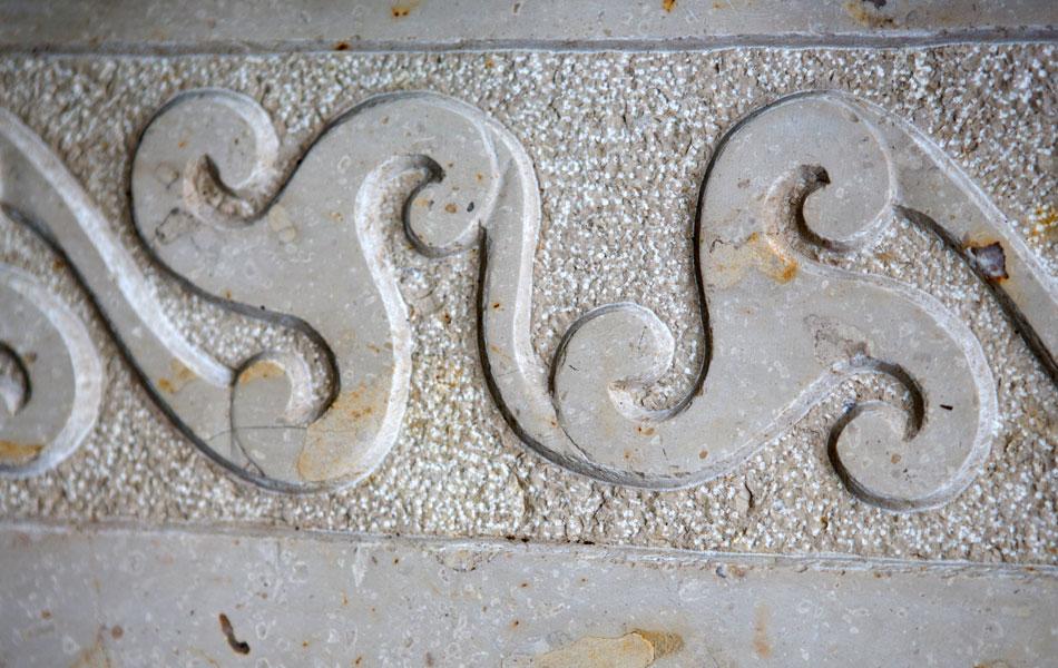 Fontaine murale en pierre de Comblanchien - Bourgogne sculpture