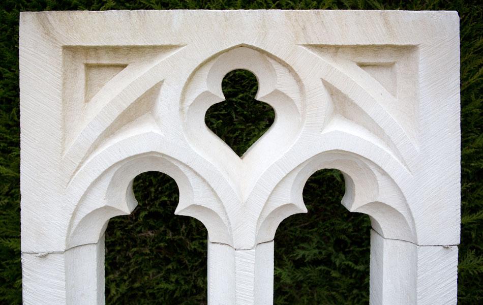 Fenêtre gothique rayonnant en pierre de Lens - Bourgogne sculpture