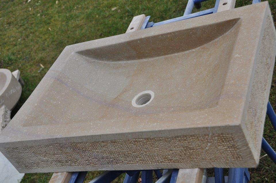 Vasque en pierre de Buxy