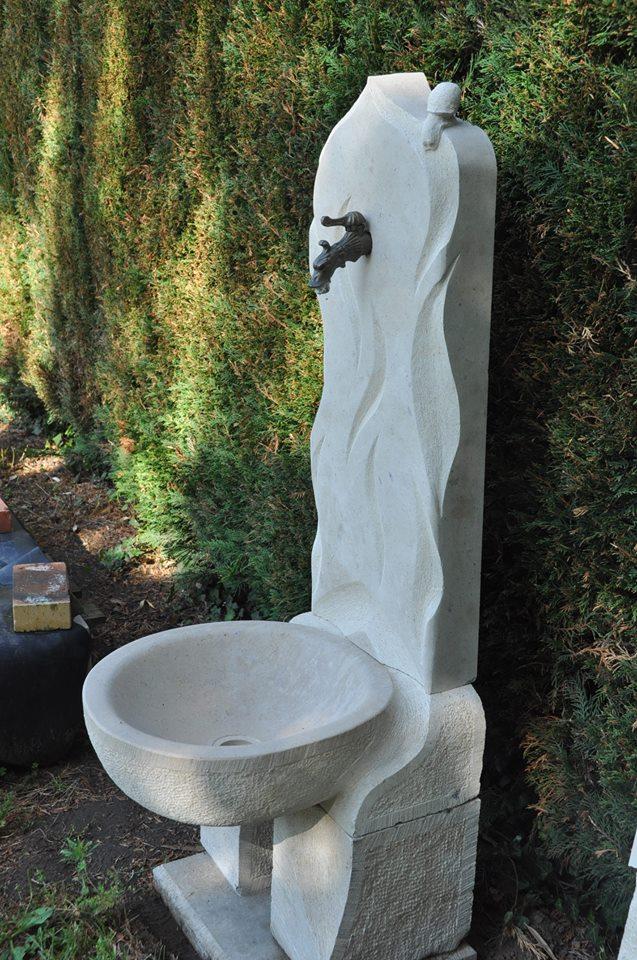 Fontaine en pierre de Massangis