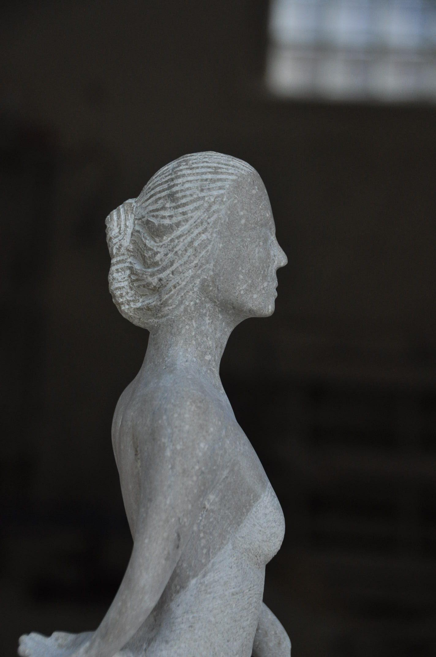 Danseuse gitane de flamenco en pierre de Buxy - Bourgogne sculpture