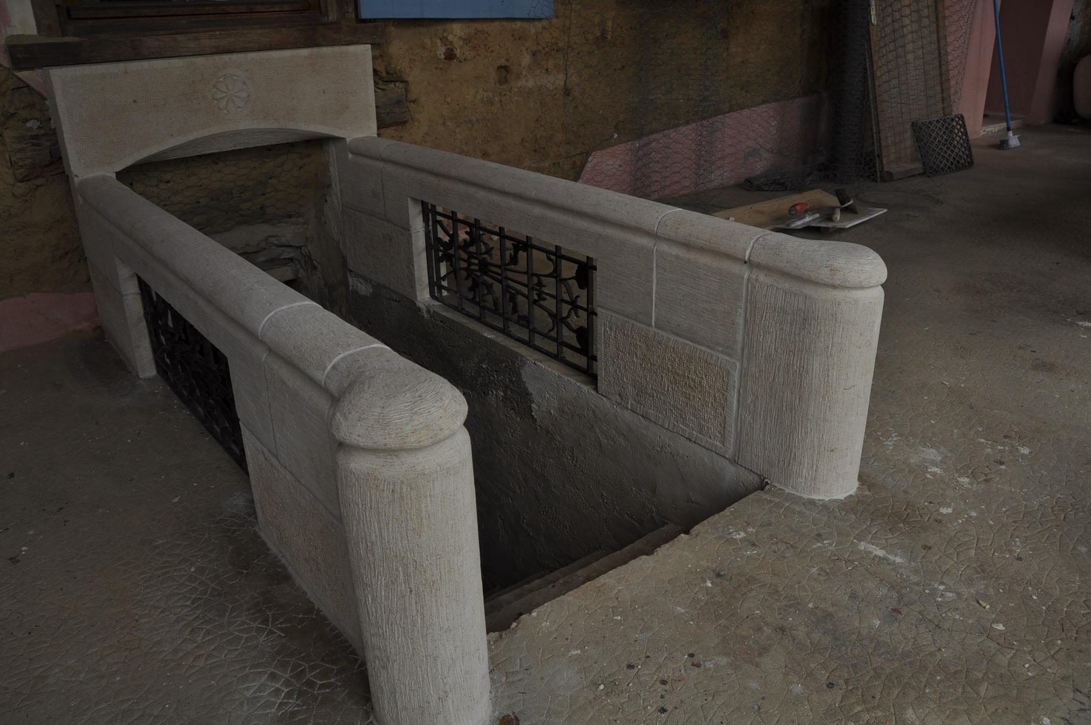 Rambarde d'escalier en pierre de bourgogne