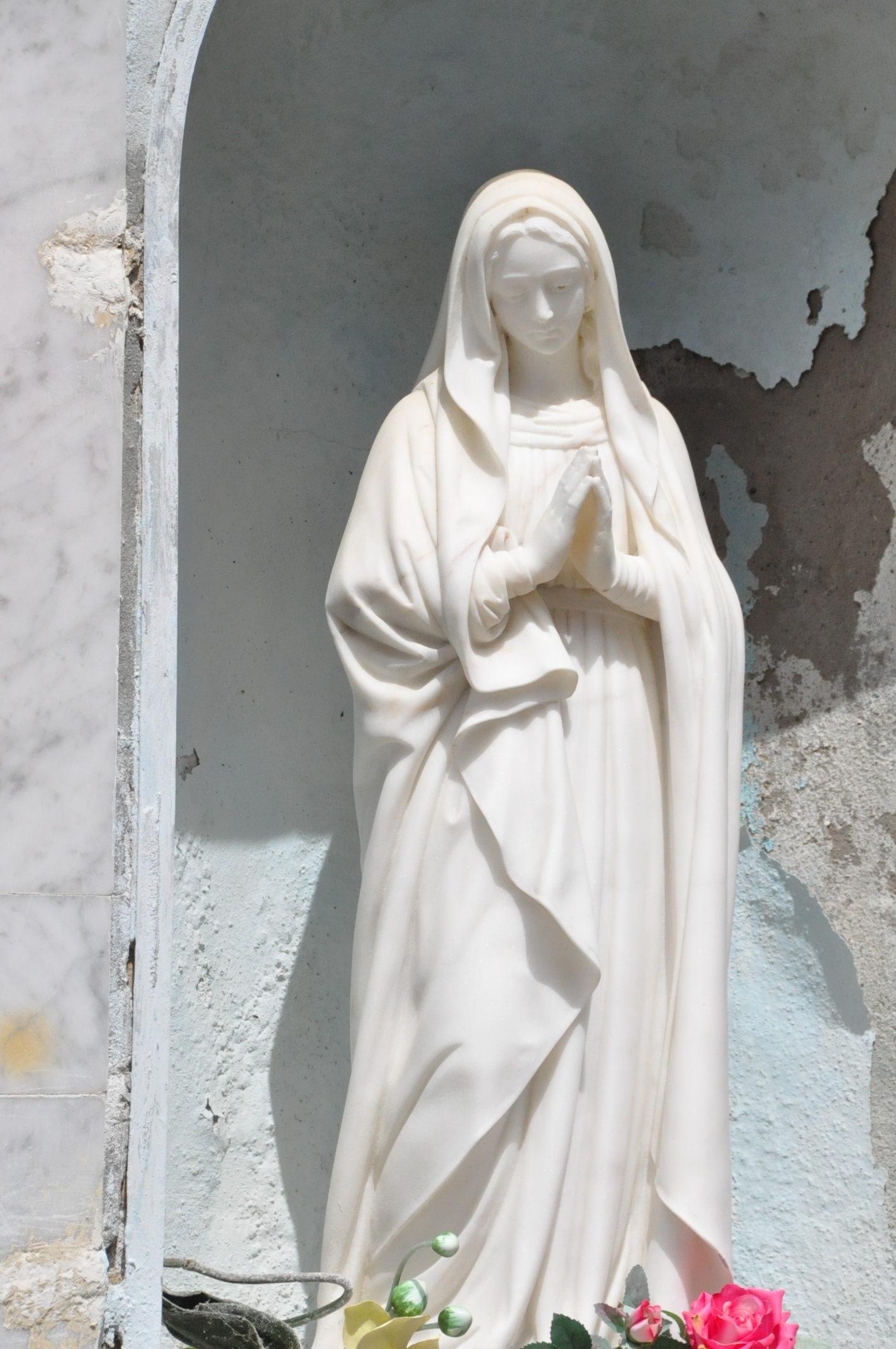 Vierge marie en marbre
