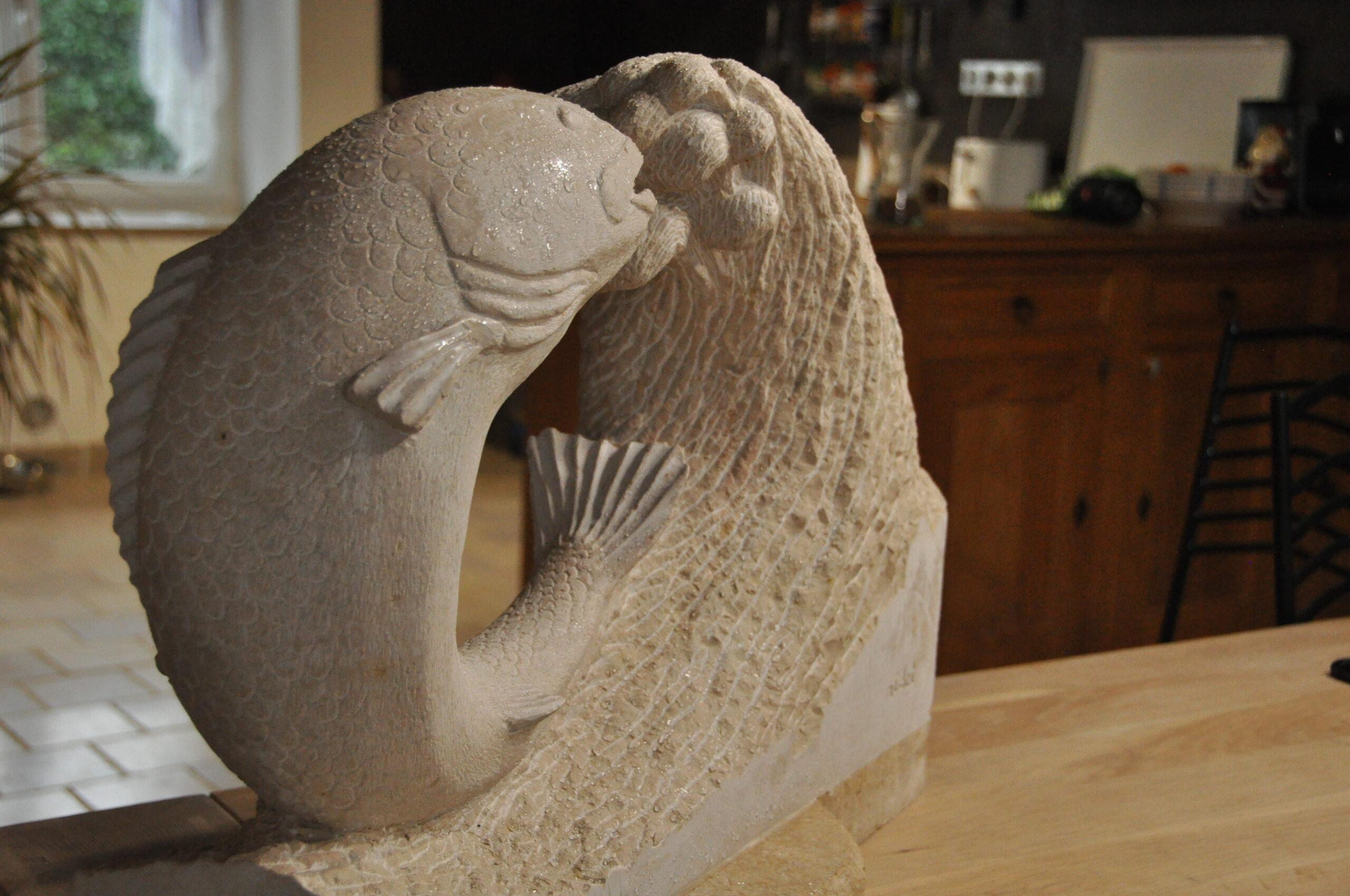 Sculpture poisson en pierre de bourgogne